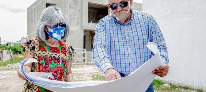 rosaEl director de ese organismo crediticio, Carlos Martínez Velázquez, entregó los primeros créditos; los líneas de financiamiento serán utilizadas para construcciones totales; dos en ampliaciones y uno para la construcción ...